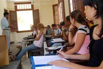estudiantes universitarios cubanos comprometidos con la sociedad