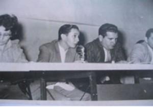 El Doctor Pedro Más Lago, mientras impartía conferencias en 1964 sobre los virus.