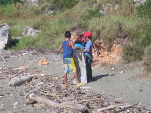 ciencia de cuba_portal de la ciencia cubana_niños y educación ambiental en cuba_limpieza de las costas de santiago de cuba (11)
