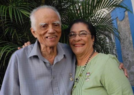 Los santiagueros Vitelio Ruiz Hernández y Eloína Miyares Bermúdez viven cada día el orgullo de ser el único matrimonio del país conformado por dos Héroes del Trabajo de la República de Cuba