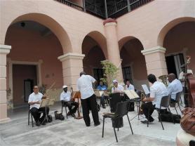 Orquesta Típica Tradicional, bajo la batuta del maestro Enrique López
