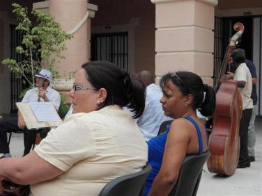 Zelma directora del Arhivo Provincial de Santiago de Cuba y Martha ferriol, directora del Archivo Nacional