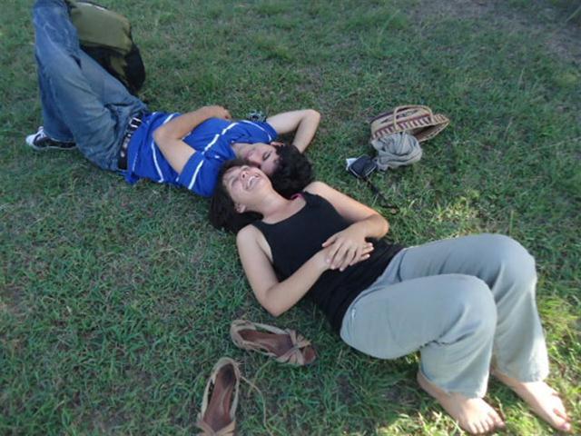 En Cuba ponemos énfasis en el amor como requisito previo para el matrimonio. En cambio, en otras naciones se concerta el matrimonio de los hijos en uniones que sirven para mantener el orden social y económico y crean un marco estable para la vida familiar