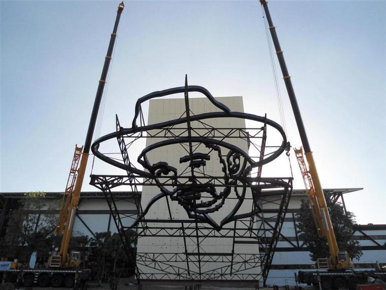 relieve escultorico de juan almeida bosque_plaza de la revolucion_santiago de cuba (1)