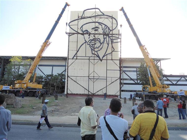 relieve escultorico de juan almeida bosque_plaza de la revolucion_santiago de cuba (5)