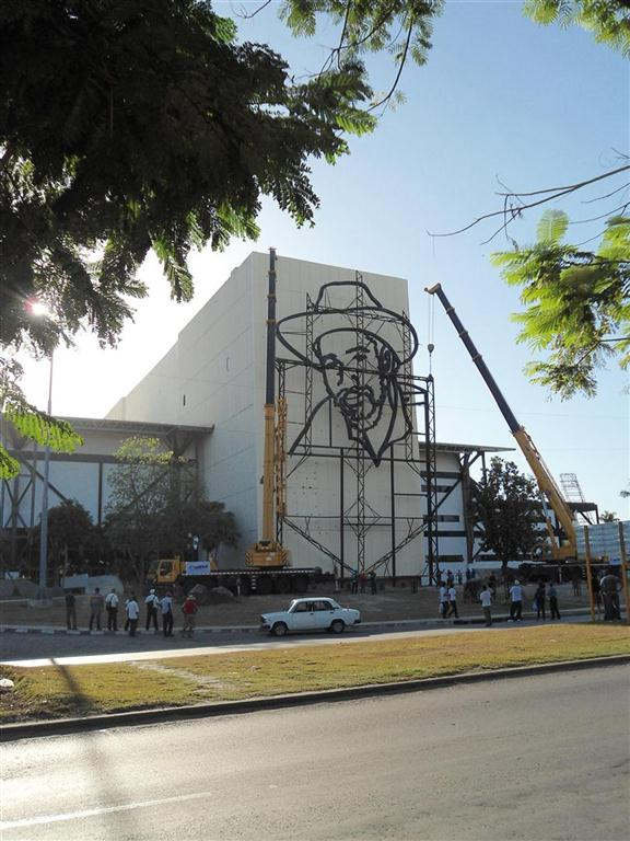 relieve escultorico de juan almeida bosque_plaza de la revolucion_santiago de cuba (6)