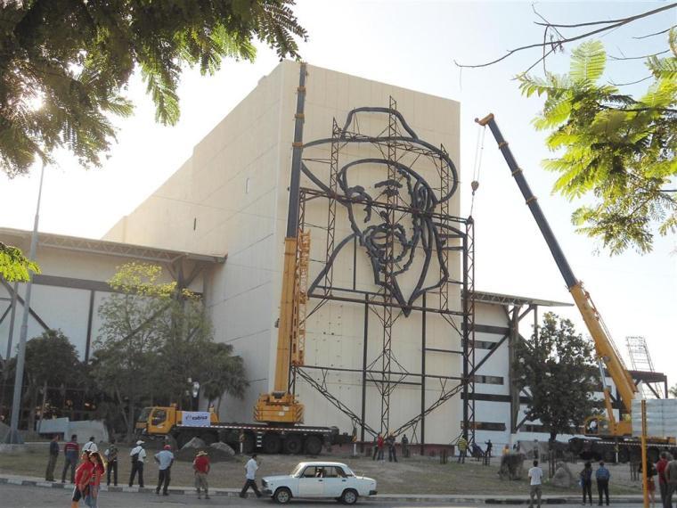 relieve escultorico de juan almeida bosque_plaza de la revolucion_santiago de cuba (7)