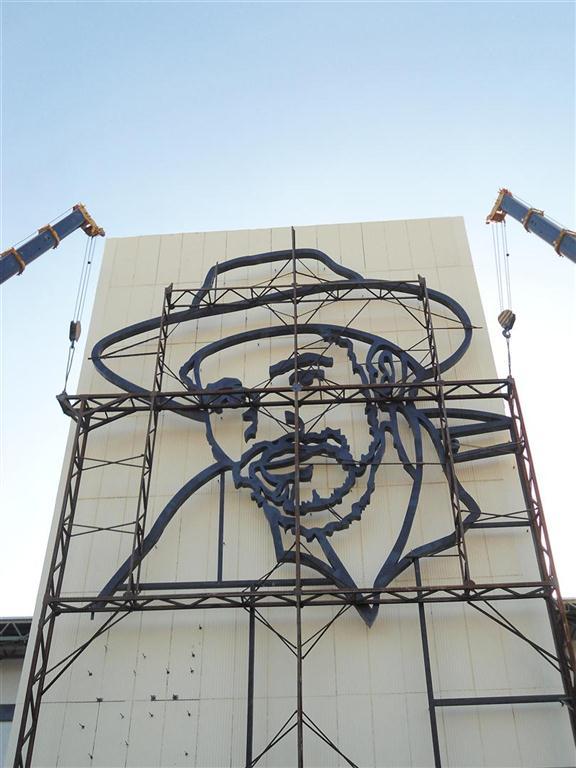 relieve escultorico de juan almeida bosque_plaza de la revolucion_santiago de cuba (8)
