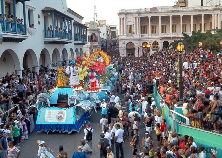 desfile de las serpientes_festival del caribe_santiago de cuba (1)