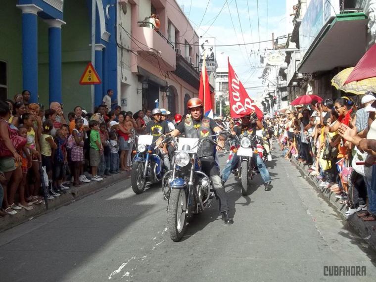 desfile de las serpientes_festival del caribe_santiago de cuba (2)