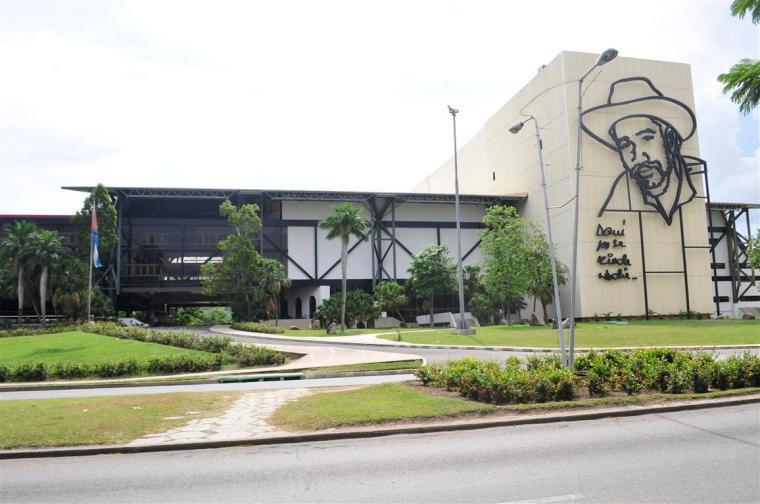 Espacios con prestigio consolidado en Cuba, como lo es el Teatro Heredia, no debían legitimar ni permitir en cartelera propuestas que denigren los valores de la nación