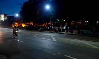 Fila para entrara al Coppelia, ubicado en la Avenida Victoriano Garzón
