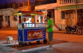 Churros rellenos, una de las delicias gastronómicas en la Avenida Victoriano Garzón
