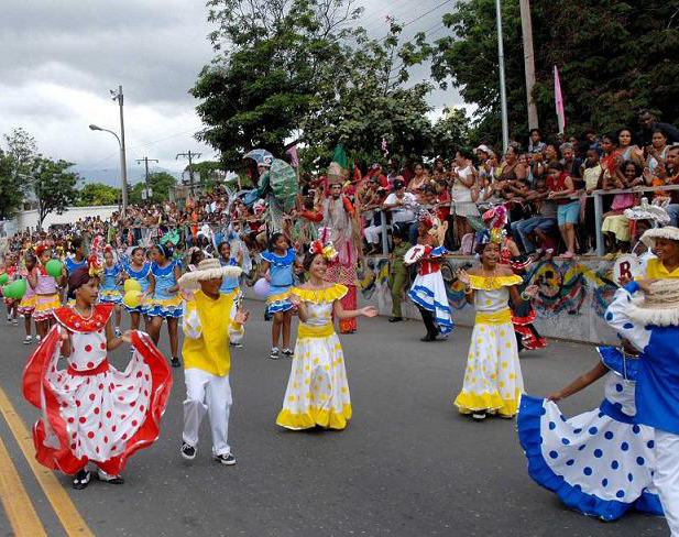 El carnaval Santiago 2009 dedicado al 50 Aniversario del Triunfo de la Revolución comenzó con el desfile de las comparsas infantiles, el 21 de julio de 2009 en la Avenida Garzón de esta ciudad. AIN FOTO/Miguel RUBIERA JUSTIZ.
