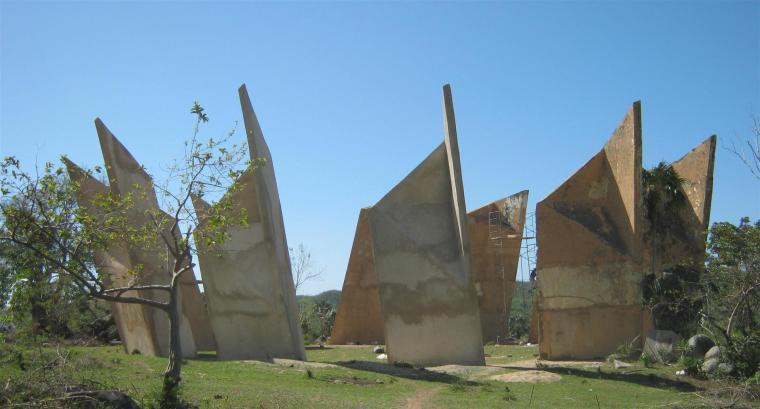 Obra Frida, del mexicano Manuel de Jesús. Pieza ubicada en el Prado de las Esculturas en Santiago de Cuba. Foto cortesía Fundación Caguayo.