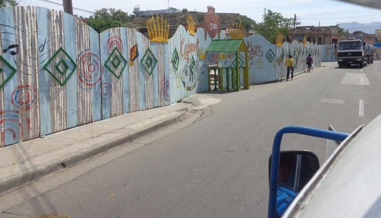 El 500 aniversario de la fundación de la otrora villa de Santiago de Cuba se torna motivación recurrente para engalanar los kioscos. Foto periódico Trabajadores