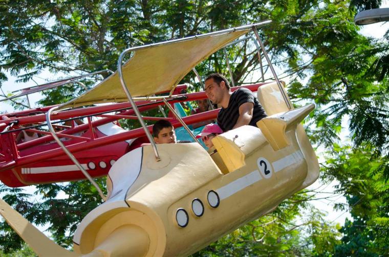 aviones_parque de diversiones_santiago de cuba_foto J. Loo Vázquez