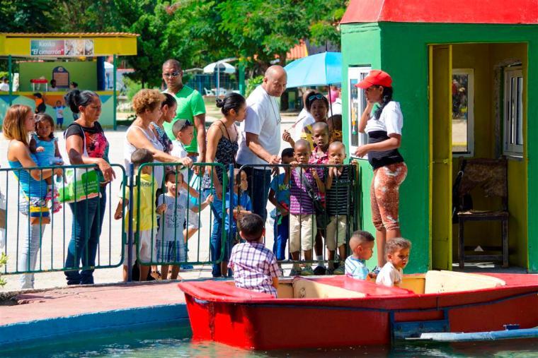 botes_parque de diversiones_santiago de cuba_foto J. Loo Vazquez
