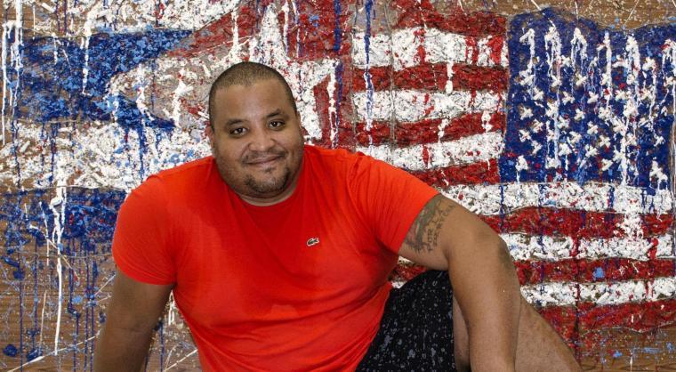 michel mirabal_pintor de las banderas_santiago de cuba_foto J. Loo Vázquez