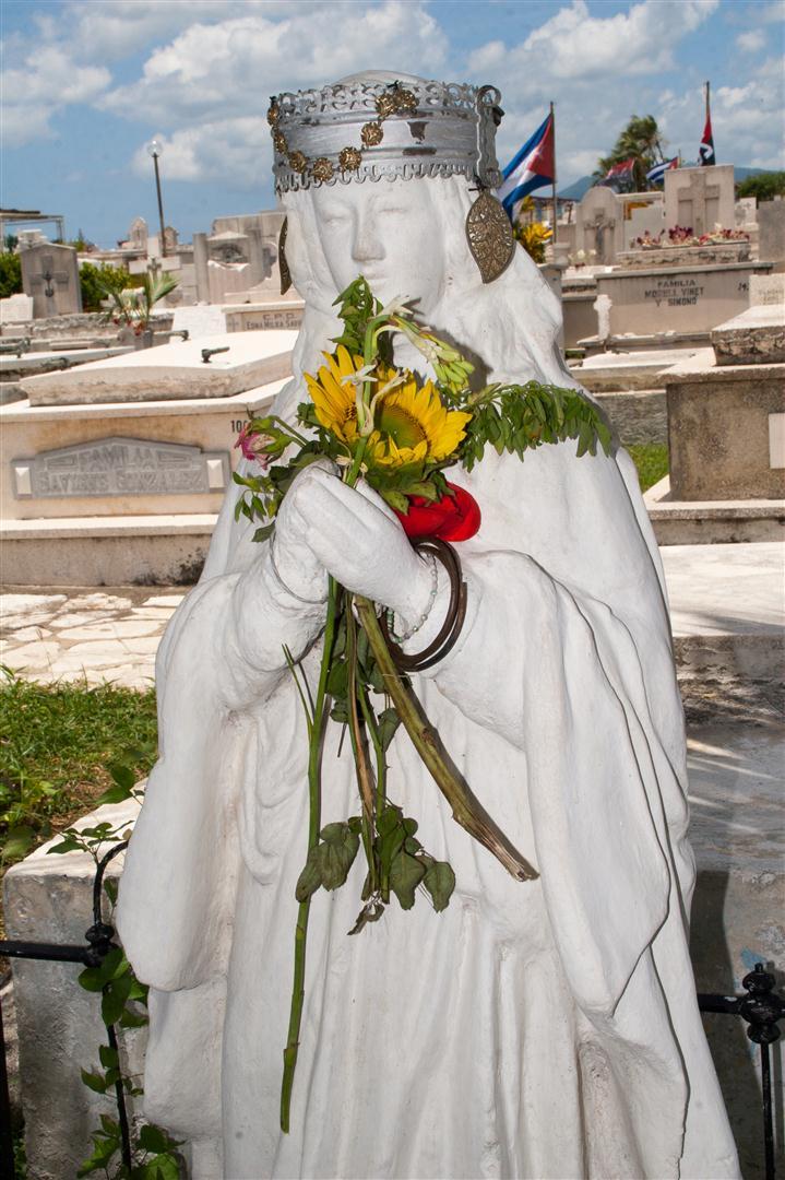 la imagen de la Santa Teresa de Jesús_cementerio santa ifigenia