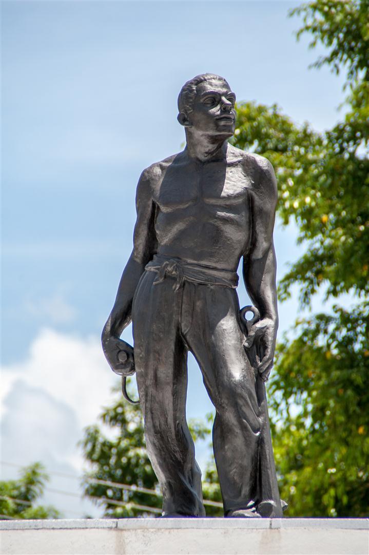 1-Obra dedicada a los braseros de Santiago de Cuba, una de las obras del patrimonio del cementerio