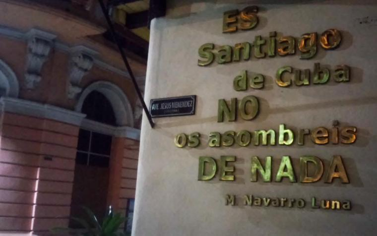 cartel_calle-enramadas_santiago-de-cuba