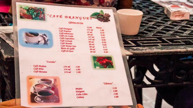 En la Casa Dranguet se sirve uno de los café más deliciosos de Santiago de Cuba, donde existe la posibilidad de degustarlo en diversas variantes.