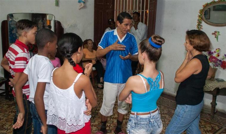 """Para Wilfredo Aponte Gómez, director y fundador de la Compañía de Variedades Infantiles """"Arcoíris"""", este grupo es, simplemente, SU VIDA."""