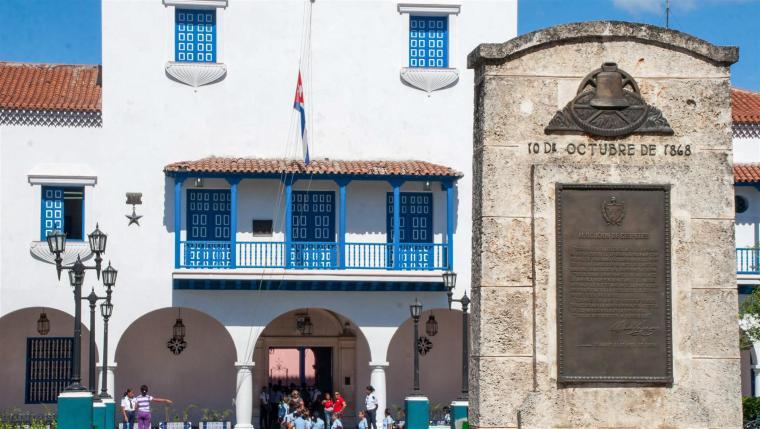 balcon-ayutamiento_parque-cespedes_santiago-de-cuba