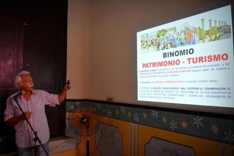 omar-lopez_santiago-de-cuba_conferencia-desarrollo-y-turismo_foto-edgar-brielo-maranillo