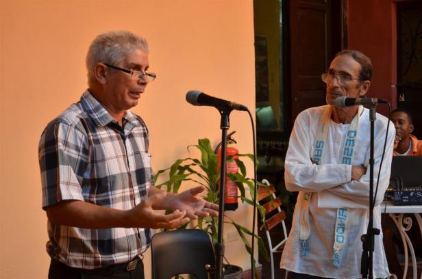 Alfredo Sánchez Falcón, especialista de la Casa Dranguet, compartió detalles curiosos de la historia del café en Cuba, vistos desde los documentos que se atesoran en los fondos documentales de Santiagode Cuba. Foto Edgar Brielo Maranillo Sierra